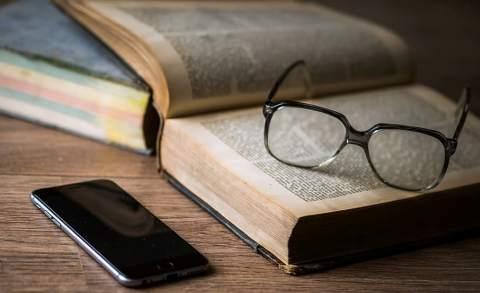 book-glasses-smartphone