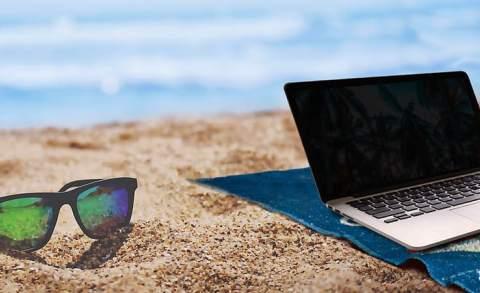 summer-beach-laptop-lenses